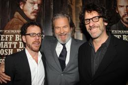 photo 33/81 - Jeff Bridges, Ethan Coen, Joel Coen - Avant-première américaine - True Grit - © Paramount