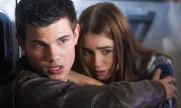 photo 5/10 - Taylor Lautner, Lily Collins - Identité secrète - © Metropolitan Film