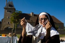 photo 6/11 - Marie Marczack - L'Orpheline avec en plus un bras en moins - © Albany Films Distribution