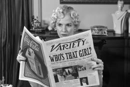photo 7/126 - Penelope Ann Miller - The Artist - © Warner Bros