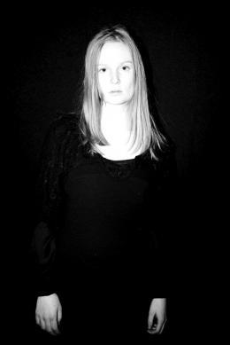 photo 8/27 - Stéphanie Crayencour - Kill me please - © Le pacte