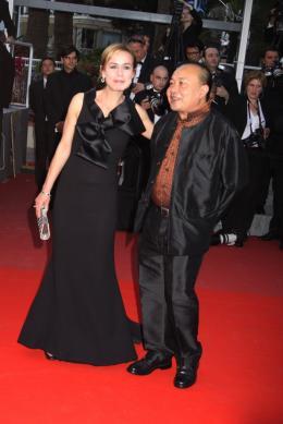 Rithy Panh Sandrine Bonnaire et Rithy Panh. Cannes, le 13 mai 2010 photo 5 sur 7