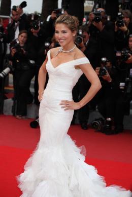 Elsa Pataky Montée des marches - Cannes, 15 mai 2010 photo 10 sur 25