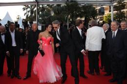 photo 27/39 - Sabrina Ouazani et Lambert Wilson - Mont�e des maches Des Hommes et Des Dieux  - Cannes, le 18 mai 2010 - Des Hommes et des Dieux - © Isabelle Vautier - Commeaucinema.com 2010