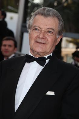 Philippe Laudenbach Montée des maches Des Hommes et Des Dieux  - Cannes, le 18 mai 2010 photo 8 sur 8