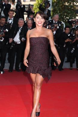 Emma De Caunes Mont�e des marches Fair Game - Cannes, le 20 mai 2010 photo 10 sur 50