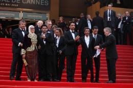 photo 62/71 - Chafia Boudraa, Directeur Rachid Bouchared, Sami Bouajila, Roschdy Zem et Jamel Debbouze - Montee des maches Hors-la-loi - Cannes, le 21 mai 2010 - Hors-la-loi - © Isabelle Vautier - Commeaucinema.com 2010