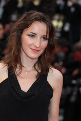 photo 68/71 - Salome Stevenin - Montee des maches Hors-la-loi - Cannes, le 21 mai 2010 - Hors-la-loi - © Isabelle Vautier - Commeaucinema.com 2010