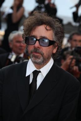 Tim Burton Montee des marches de la ceremonie de cloture - Cannes, le 23 mai 2010 photo 10 sur 145