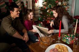 photo 9/73 - Taylor Lautner , Mackenzie Foy , Kristen Stewart - Twilight - Chapitre 5 : Révélation 2ème partie - © SND