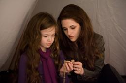 photo 3/73 - Mackenzie Foy , Kristen Stewart - Twilight - Chapitre 5 : Révélation 2ème partie - © SND