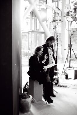 photo 27/33 - Isabelle Huppert, Anne Fontaine - Mon pire cauchemar - © Marcel Hartmann pour Pathé Distribution