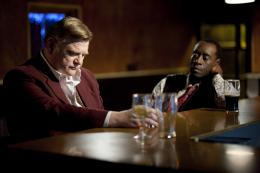 photo 10/26 - Brendan Gleeson,Don Cheadle - L'Irlandais - © SND