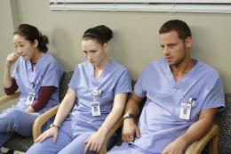 photo 7/8 - Sandra Oh, Chyler Leigh, Justin Chambers - Grey's Anatomy - saison 6 - © ABC Studios
