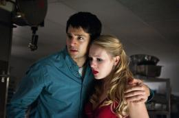 photo 3/28 - Nicholas D'Agosto, Emma Bell - Destination finale 5 - © Warner Bros