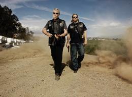 Sons of Anarchy - Saison 2 Sons of Anarchy - Saison 2 - Charlie Hunnam, Ron Perlman photo 1 sur 7