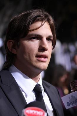 photo 34/83 - Ashton Kutcher - Sex Friends - © Universal