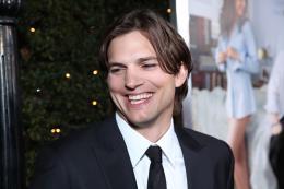 photo 68/83 - Ashton Kutcher - Sex Friends - © Universal
