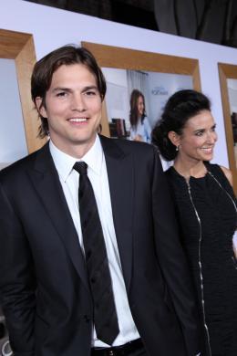 photo 58/83 - Ashton Kutcher, Demi Moore - Sex Friends - © Universal