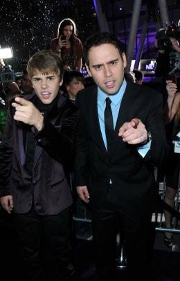 photo 19/67 - Justin Bieber et Scooter Braun - Justin Bieber : Never Say Never - © Paramount