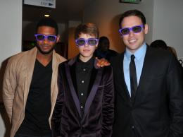 Usher Raymond Avant-première mondiale de Never Say Never - Février 2011 photo 10 sur 13