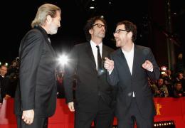 photo 81/81 - Jeff Bridges, Joel Coen et Ethan Coen - Présentation du film True Grit au 61ème Festival international du film de Berlin 2011 - True Grit - © Paramount