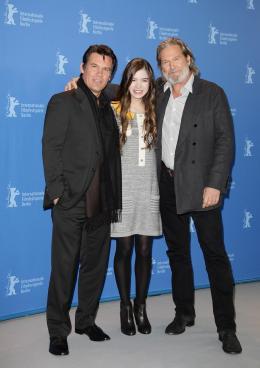 photo 53/81 - Josh Brolin, Hailee Steinfeld et Jeff Bridges - Présentation du film True Grit au 61ème Festival international du film de Berlin 2011 - True Grit - © Paramount