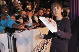 photo 35/67 - Justin Bieber - Avant-première parisienne du film Never Say Never - Justin Bieber : Never Say Never - © Paramount