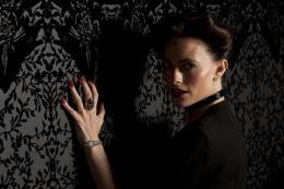 Lara Pulver Scherlock - Saison 2 photo 10 sur 11