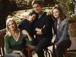 photo 2/4 - Monica Potter, Max Burkholder, Peter Krause, Sarah Ramos - Parenthood - Saison 1 - © Universal Pictures Vidéo