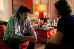 photo 9/27 - Benicio Del Toro, Aaron Johnson - Savages - © Path� Distribution