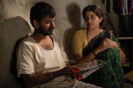 photo 7/11 - Girish Kulkarni, Sonali Kulkarni - Maudite Pluie ! - © Damned Distribution