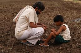 photo 3/11 - Girish Kulkarni, Aman Attar - Maudite Pluie ! - © Damned Distribution