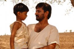 photo 10/11 - Aman Attar, Girish Kulkarni - Maudite Pluie ! - © Damned Distribution