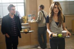 photo 26/33 - Dustin Milligan, Shenae Grimes - 90210 - Nouvelle génération - Saison 2 - © Paramount