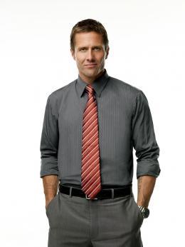 photo 15/33 - Rob Estes - 90210 - Nouvelle génération - Saison 2 - © Paramount