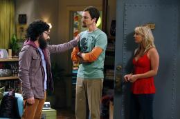 photo 9/13 - Johnny Galecki,  Jim Parsons, Kaley Cuoco - The Big Bang Theory - Saison 3 - © Warner Home Vidéo