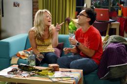 photo 8/13 - Kaley Cuoco, Johnny Galecki - The Big Bang Theory - Saison 3 - © Warner Home Vidéo