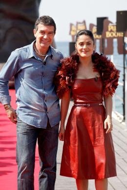 photo 50/135 - Salma Hayek et Antonio Banderas - Présentation du Chat Potté - Cannes 11 mai 2011 - Le Chat Potté - © Lucian Capellaro/Paramount Pictures