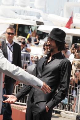 photo 25/41 - Adrien Brody - Présentation de Minuit à Paris - 11 mai 2011 - Minuit à Paris - © Isabelle Vautier pour CommeAuCinema - Cannes 2011