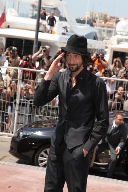 photo 26/41 - Adrien Brody - Présentation de Minuit à Paris - 11 mai 2011 - Minuit à Paris - © Isabelle Vautier pour CommeAuCinema - Cannes 2011