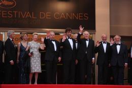 photo 36/36 - L'équipe du film - Montée des marches du film Habemus Papam - Habemus Papam - © Isabelle Vautier pour CommeAuCinema - Cannes 2011