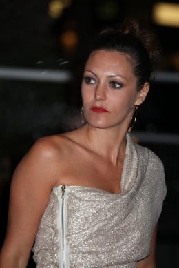 photo 71/92 - Karole Rocher - Montée des marches du film Polisse - mai 2011 - Polisse - © Isabelle Vautier pour CommeAuCinema - Cannes 2011