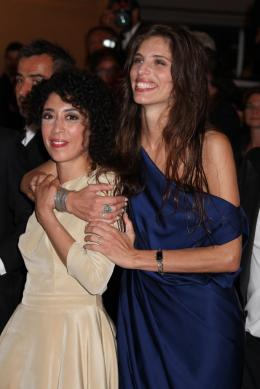 photo 69/92 - Naidra Ayadi et Maiwenn - Montée des marches du film Polisse - mai 2011 - Polisse - © Isabelle Vautier pour CommeAuCinema - Cannes 2011