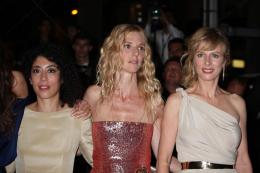 photo 84/92 - Naydra Ayadi, Sandrine Kiberlain et Karin Viard - Montée des marches du film Polisse - mai 2011 - Polisse - © Isabelle Vautier pour CommeAuCinema - Cannes 2011
