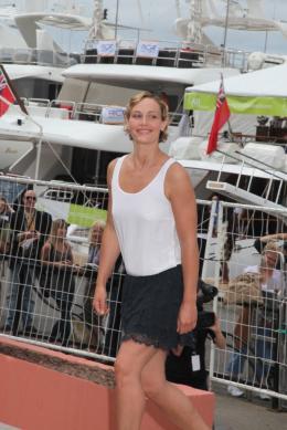 photo 19/33 - Cécile de France - Journée du 15 mai 2011 sur la Croisette - Le gamin au vélo - © Isabelle Vautier pour CommeAuCinema - Cannes 2011