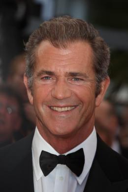 photo 29/59 - Mel Gibson - Montée des marches du film Le Complexe du Castor - Mai 2011 - Le Complexe du castor - © Isabelle Vautier pour CommeAuCinema - Cannes 2011