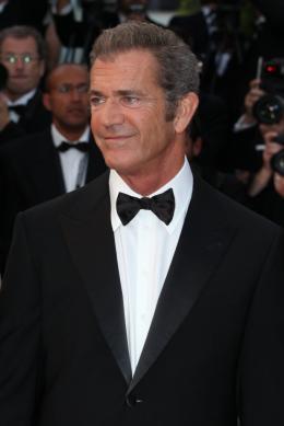 photo 36/59 - Mel Gibson - Montée des marches du film Le Complexe du Castor - Mai 2011 - Le Complexe du castor - © Isabelle Vautier pour CommeAuCinema - Cannes 2011