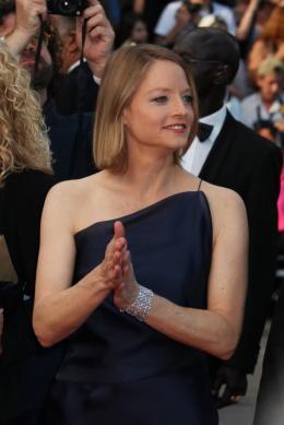 photo 34/59 - Jodie Foster - Montée des marches du film Le Complexe du Castor - Mai 2011 - Le Complexe du castor - © Isabelle Vautier pour CommeAuCinema - Cannes 2011