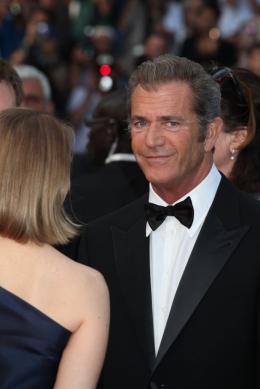 photo 37/59 - Mel Gibson - Montée des marches du film Le Complexe du Castor - Mai 2011 - Le Complexe du castor - © Isabelle Vautier pour CommeAuCinema - Cannes 2011